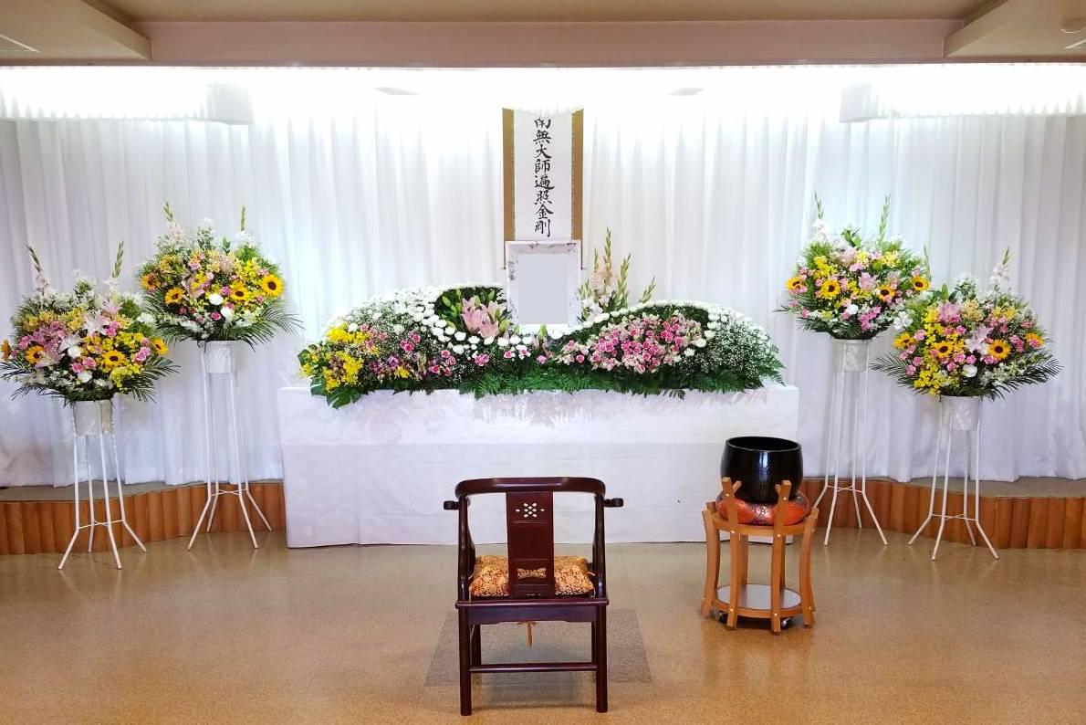 シンプルな家族葬祭壇